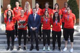Rajoy recibe a la selección femenina de baloncesto y vaticina que ganará el Mundial