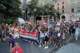 Cientos de personas celebran en Palma en el Día del Orgullo LGTBI