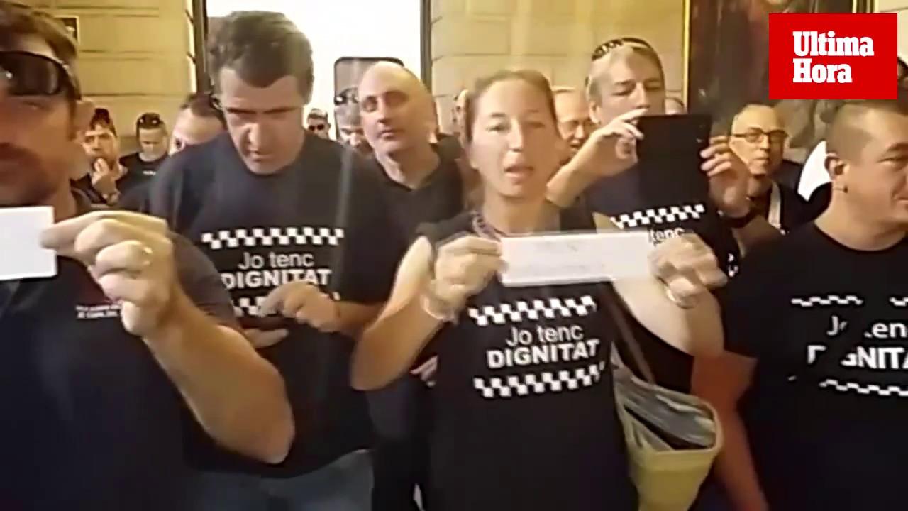 Protesta de los policías de Palma en el último pleno de Hila como alcalde