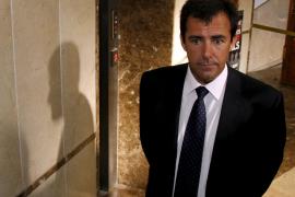 El fiscal pide 4 años de cárcel para Miquel Nadal por regalar 12.000 euros a un concejal