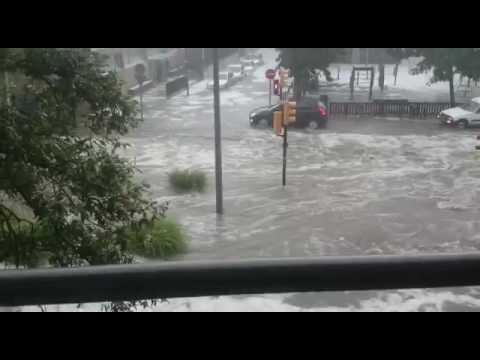 El centro de Girona, inundado por una intensa tormenta de lluvia y granizo