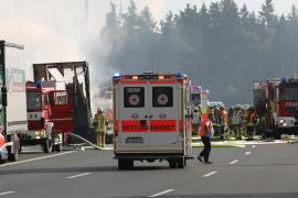 Varios muertos tras chocar un autobús y un camión en Alemania