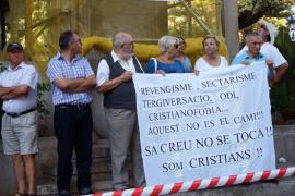 Protestas por la retirada de la cruz de los 'Caídos' de Sóller