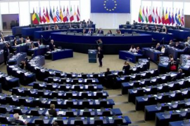 Juncker tilda de «muy ridículo» al Parlamento Europeo