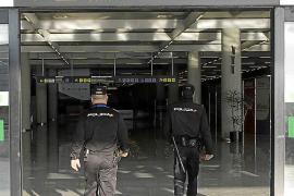 Una familia huye aterrada al aeropuerto por cánticos árabes en un hotel del Arenal