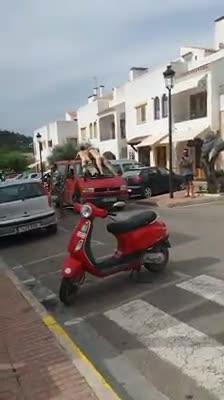Denuncian a dos hombres por exhibirse desnudos en Sant Carles, en Ibiza