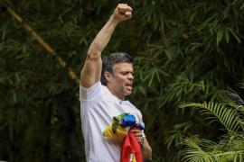 Leopoldo López llama a seguir la «lucha» en la calle tras salir de la cárcel