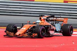 Alonso asegura que Kvyat ha jugado «a los bolos» con él después de embestir su MCL32