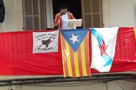 El PP denuncia la exhibición de una «bandera proetarra» durante la fiesta de San Fermín en Llubí