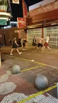Pelea entre un grupo de turistas en el West End de Sant Antoni