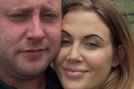 Un hombre muere mientras duerme en el sofá tras una discusión con su mujer