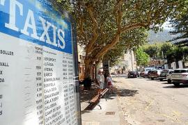 Los hoteleros de Sóller protestan por la falta de taxis en plena temporada turística