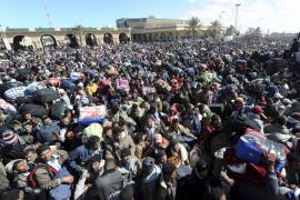 La ONU calcula que más de 140.000 personas han huido de Libia hacia Túnez y Egipto