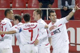 El Sevilla se da un festín ante un Sporting en inferioridad numérica