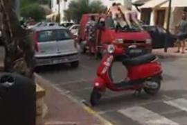 Detenidos los dos hombres que se exhibieron desnudos en Sant Carles
