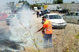 Sofocado un incendio de rastrojos frente a las cocheras de la EMT