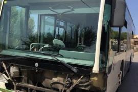 Un coche colisiona contra un autobús de la EMT entre Sant Jordi y s'Aranjassa