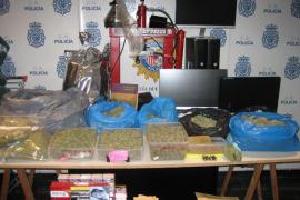 Detenidas tres personas por traficar con marihuana a través de un club de fumadores falso