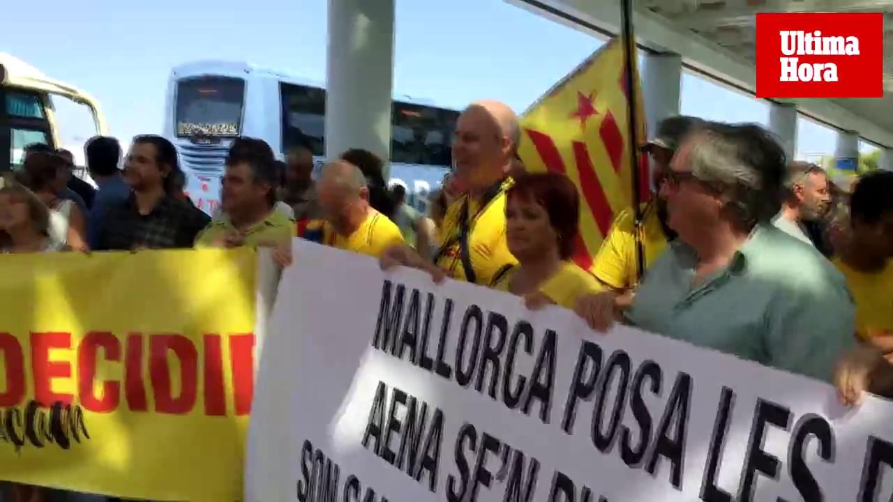 Concentración en Son Sant Joan para reclamar que las instituciones insulares controlen el aeropuerto de Palma