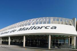 Quejas en el aeropuerto de Palma tras la muerte de una mujer que esperaba para embarcar