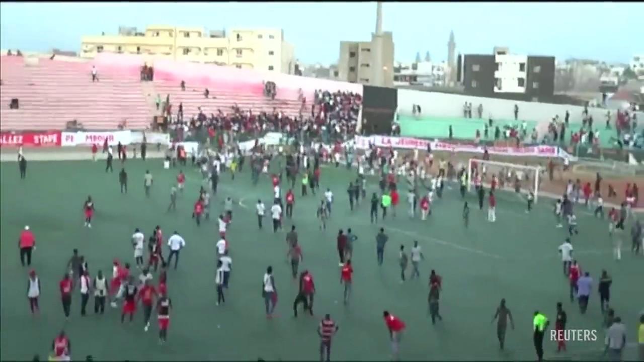 Al menos 9 muertos en una avalancha al terminar un partido de fútbol en Dakar