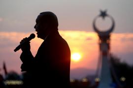 Erdogan promete «arrancar la cabeza» a golpistas y terroristas en el aniversario del fallido golpe militar