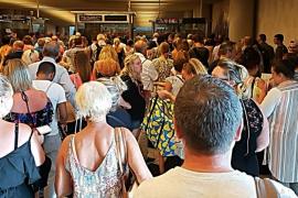 El sindicato policial denuncia 'un paripé' ante la visita de Salom al aeropuerto