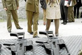 Chacón apoya la investigación del robo de armas y confirma el relevo en la base