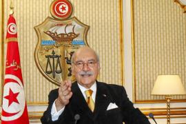 El presidente tunecino convoca elecciones para el 24 de julio