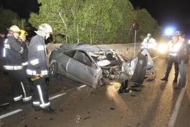 Una pareja en estado crítico tras estrellarse con su coche en la carretera de sa Cabaneta