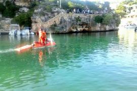 Complicado rescate de un turista en aguas de Cala Ferrera