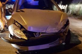 Aparatoso accidente en Ibiza con un taxi volcado