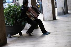 Faltan policías para garantizar que los músicos callejeros cumplan la normativa