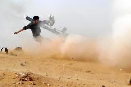 Los rebeldes avanzan hacia el este de Libia mientras Gadafi bombardea Bengasi