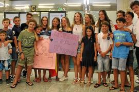 Maria Perelló regresa a Mallorca con su oro en el Mundial de Optimist