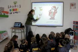 El Govern financiará pizarras digitales y ordenadores de colegios públicos y concertados