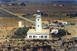 El faro que reina en las alturas de Formentera