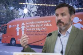Una avioneta de Hazte Oír sobrevolará las playas de España este verano