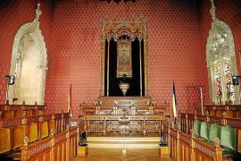 El Consell saca de la sala de plenos los retratos de tres expresidentes