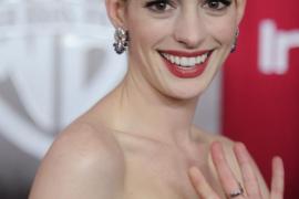 Anne Hathaway negocia reemplazar a Amy Schumer en la película sobre Barbie