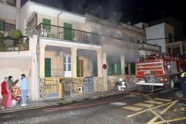 Un incendio en una casa de s'Arenal de Llucmajor obliga al desalojo de otras cuatro