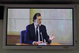 Rajoy comienza a declarar sentado a la derecha del tribunal como testigo de la trama Gürtel