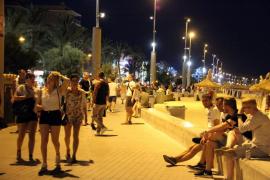 Un turista que robaba carteras en la Playa de Palma agrede a un policía con su propia arma