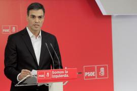 Sánchez pide a Rajoy que dimita por dignidad y por el interés de España
