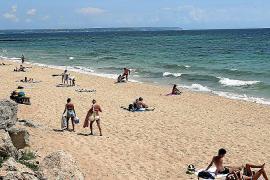 Prohibido el baño en la playa de Can Pere Antoni por un vertido
