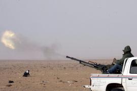 Gadafi redobla el cerco en el frente clave de Al Zauiya y los rebeldes avanzan hacia Sirte