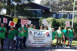Dispositivo policial en la casa de Arturo Fernández para impedir un 'escrache' de la PAH