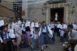 La reliquia de la Beata recorre Valldemossa en la procesión más sentida