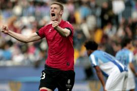 El Osasuna respira y deja al Málaga como colista
