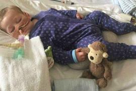 Muere Charlie Gard, bebé británico que la Justicia ordenó desconectar en contra del deseo de sus padres